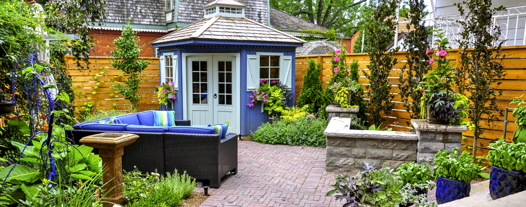how-to-bring-color-into-the-patio-classic-blue-garden-urban-patio